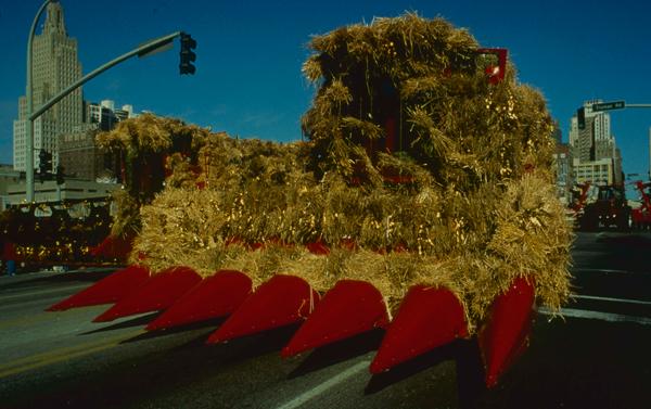 media_repository/wheat_&_steak_-_maquina_agricola_transformada_en_espantapajaros_wheat_&_steak_-_maquina_agricola_transformada_en_espantapajaros.jpg